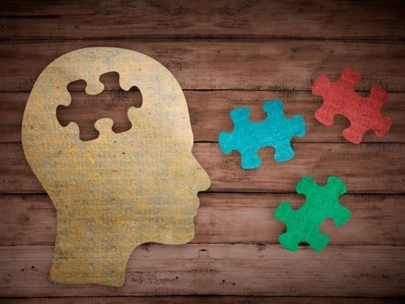 mente en puzzle para entender apraxia
