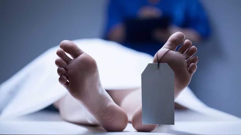 mujer en morgue por catalepsia