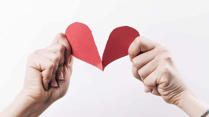 corazón roto de pareja