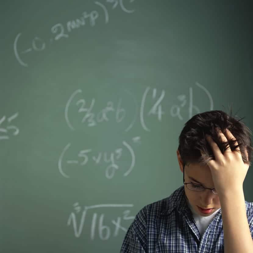 nene con dificultad en las matematicas
