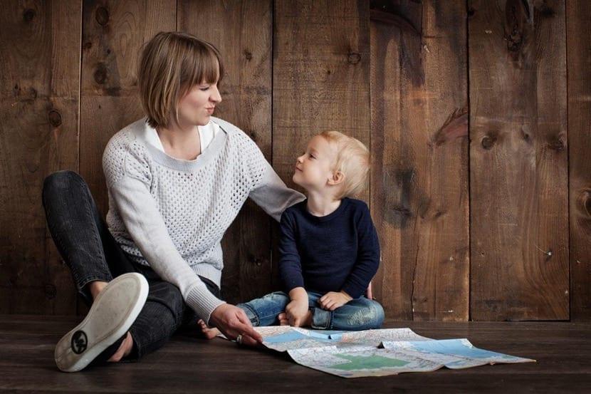 madre e hijo con disfasia