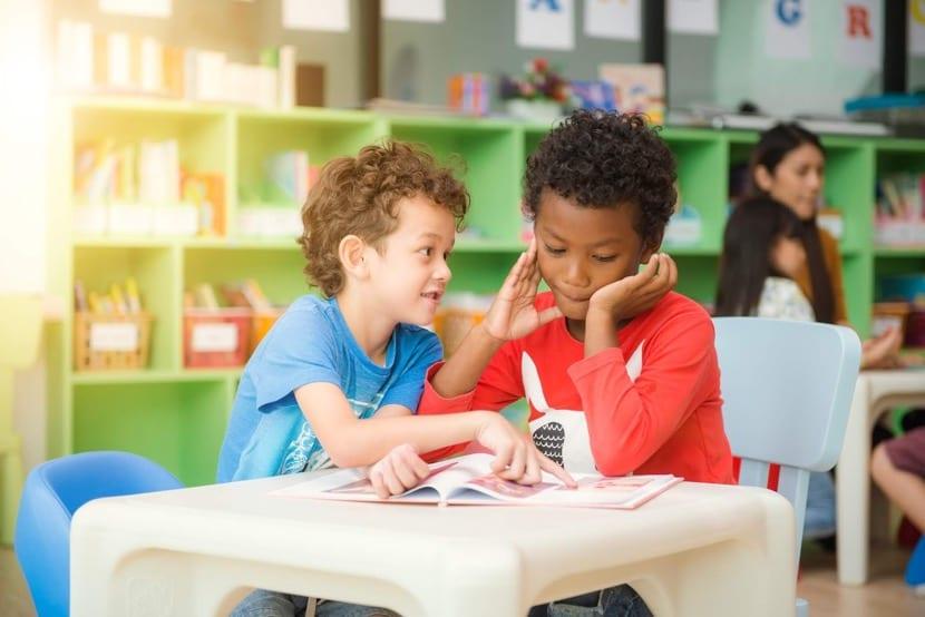 ecolalia en el desarrollo del lenguaje