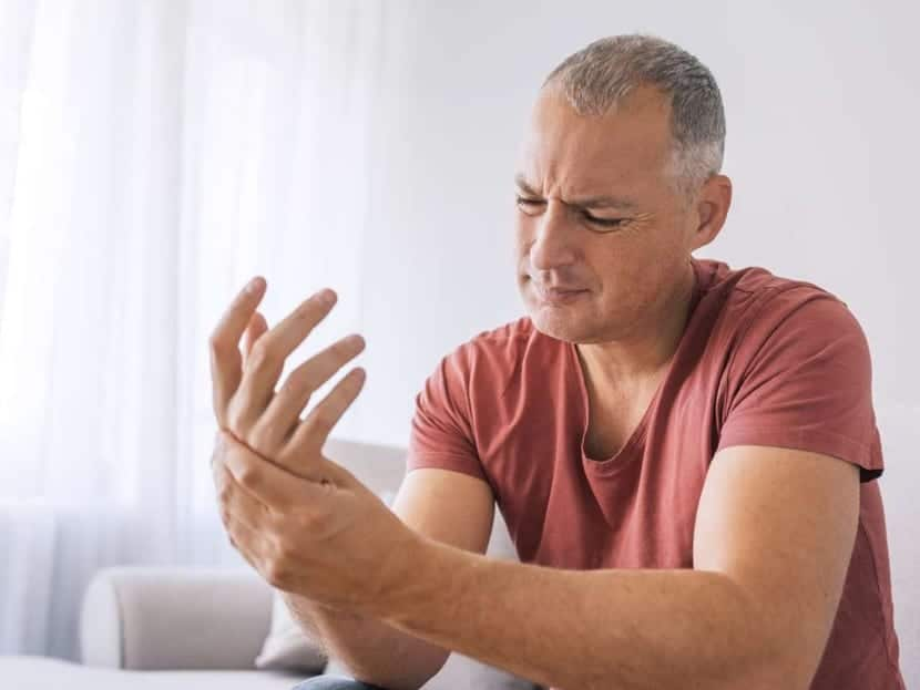 hombre con fibromialgia