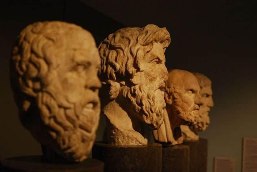 filósofos en piedra