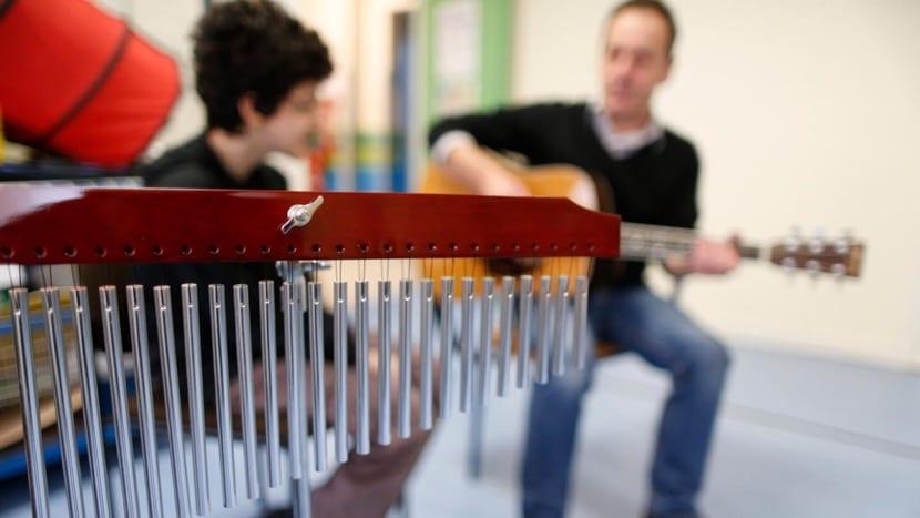 Clases de musicoterapia con alumno
