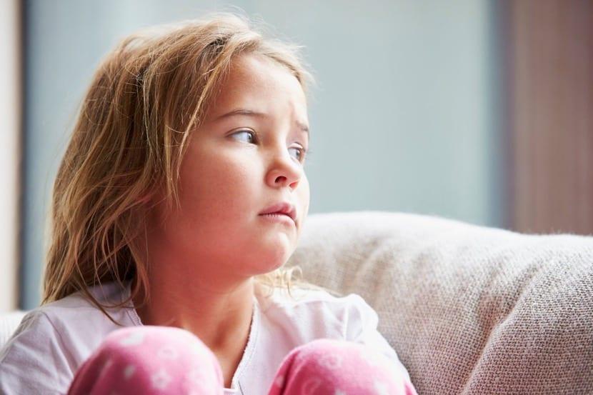 nena triste que no quiere hablar