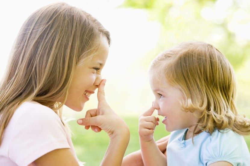 hermanas con las neuronas espejo en activo