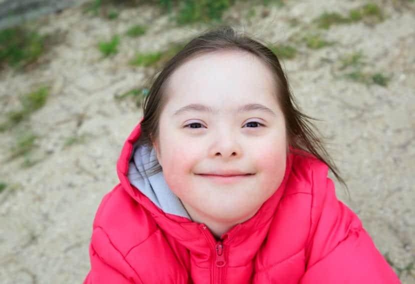 nena con oligofrenia y sindrome de down
