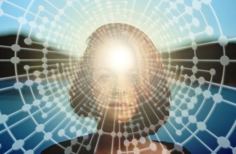 mujer con tercer ojo activado