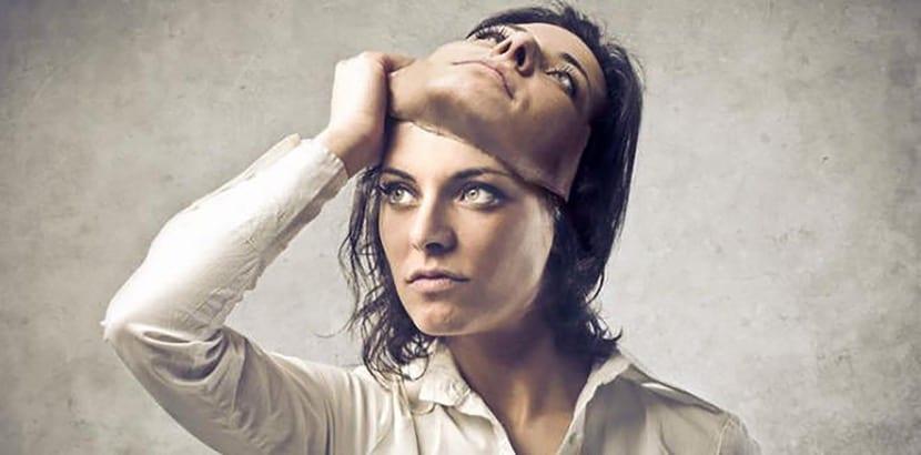mujer con doble cara porque es psicopata
