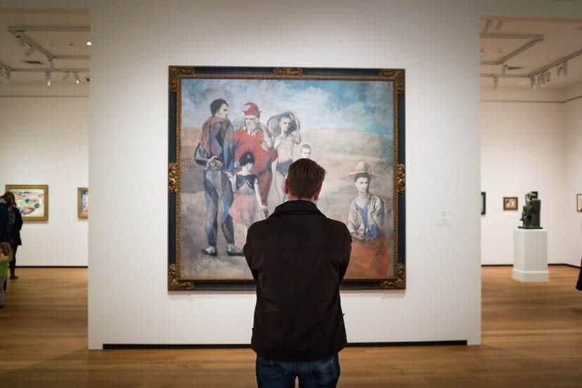 hombre en un museo con sindrome stendhal