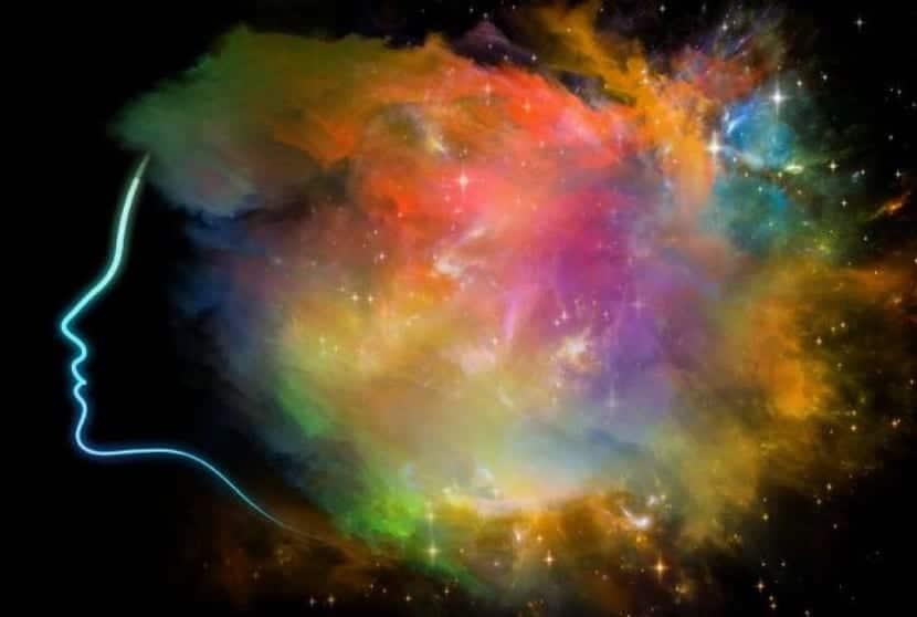 explosión de estímulos en el cerebro sinestésico