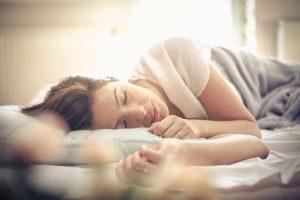 estar cansado y tener sueño